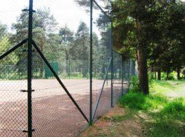 Tenniseväljaku piirded